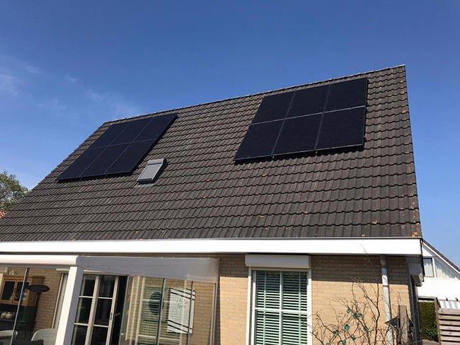 zonnepanelen installatie schuin dak